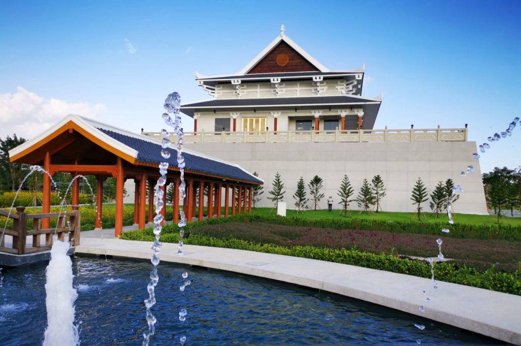 Nhà Mai Táng lớn nhất Miền Nam nhìn từ hướng đền Trình