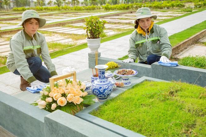 Đội ngũ nhân viên chăm sóc phần mồ nhiệt tình sạch sẽ chu đáo