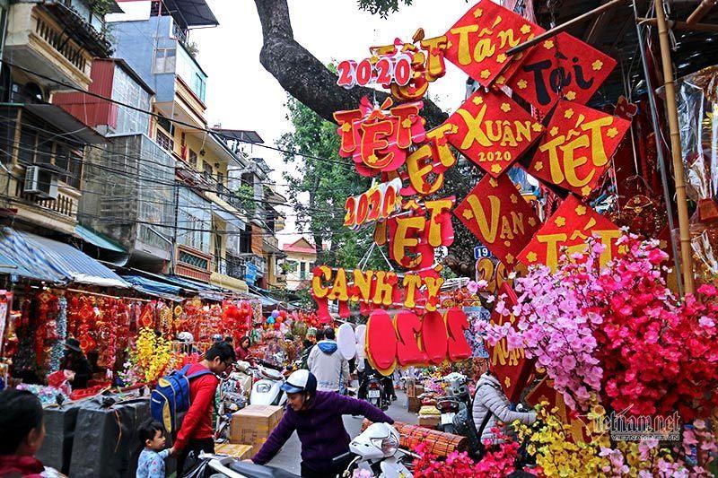 Chơi hoa ngày tết nguyên đán là phong tục lâu đời của người Việt Nam