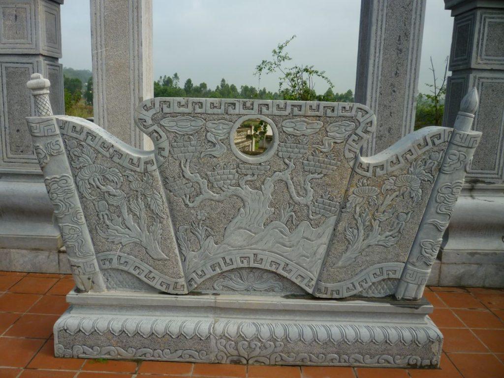 Bình phong đá thường được sử dụng ở các khu mộ gia tộc